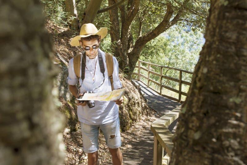 Reisemannabenteuer und -erforschung lizenzfreies stockbild