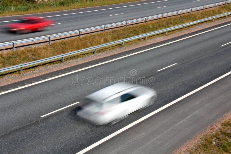 Reisen in große Geschwindigkeit auf der Autobahn stockfotos