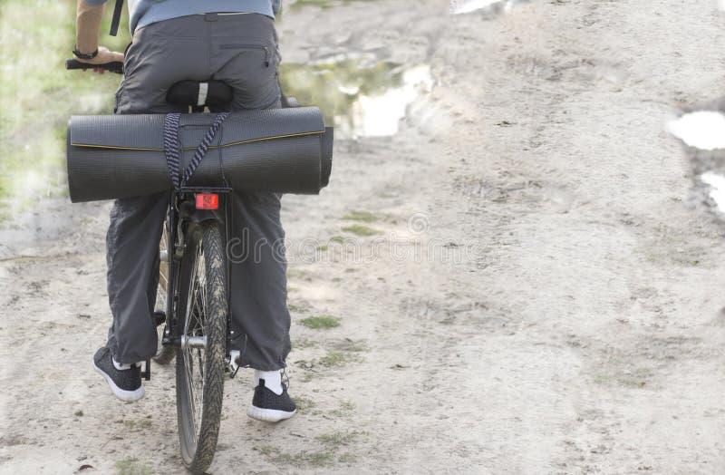 Reisen mit dem Fahrrad stockfotografie