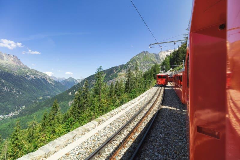 Reisen zu den französischen Alpen im Sommer stockfotografie