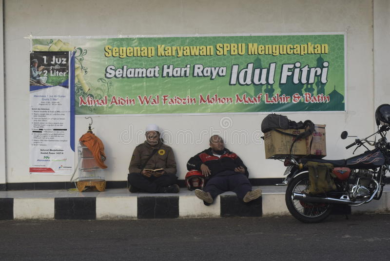 Reisende, die Semarang betreten lizenzfreie stockfotos