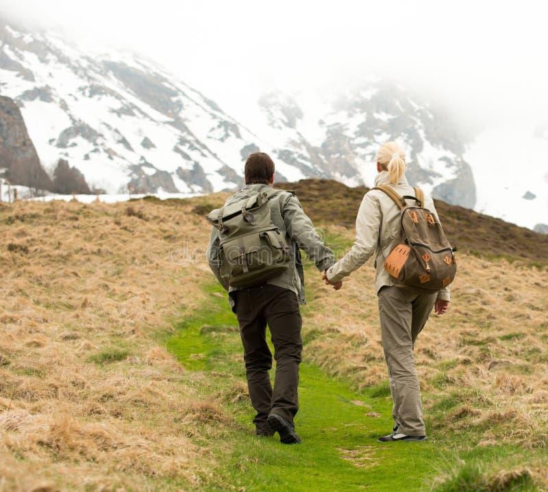 Reisende Paare lizenzfreies stockfoto