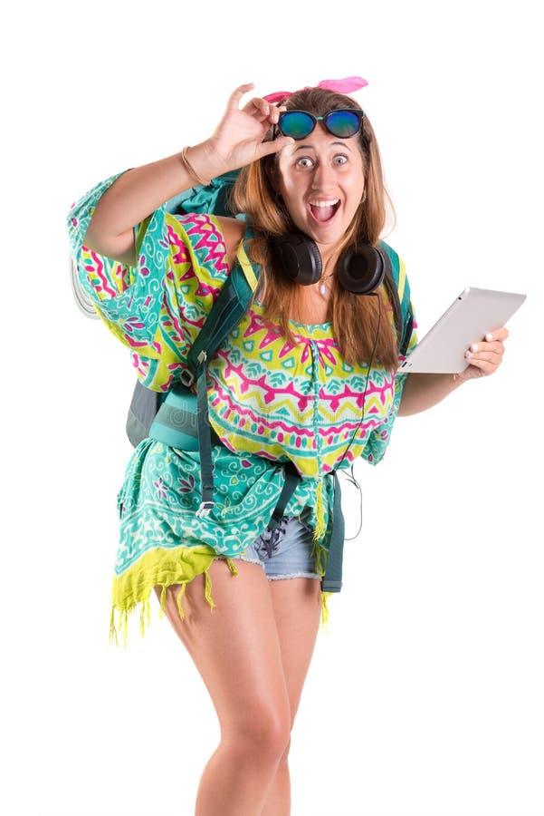 Reisendes Mädchen mit Tablette lizenzfreie stockfotografie