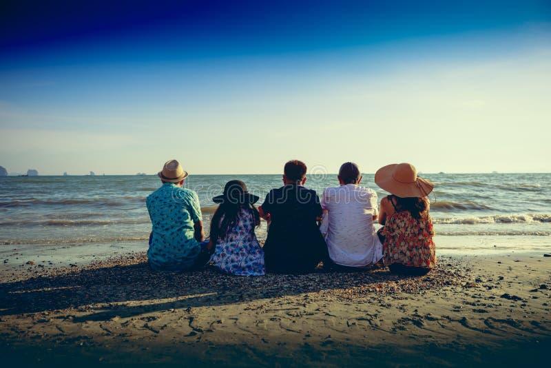 Reisendfamilie stockbild