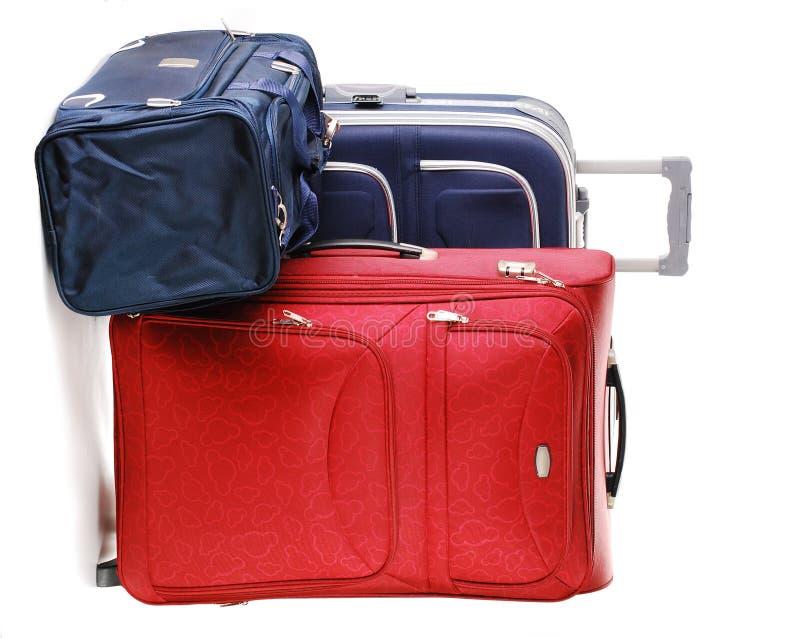 Reisenkoffer und -beutel getrennt auf Weiß stockfotos
