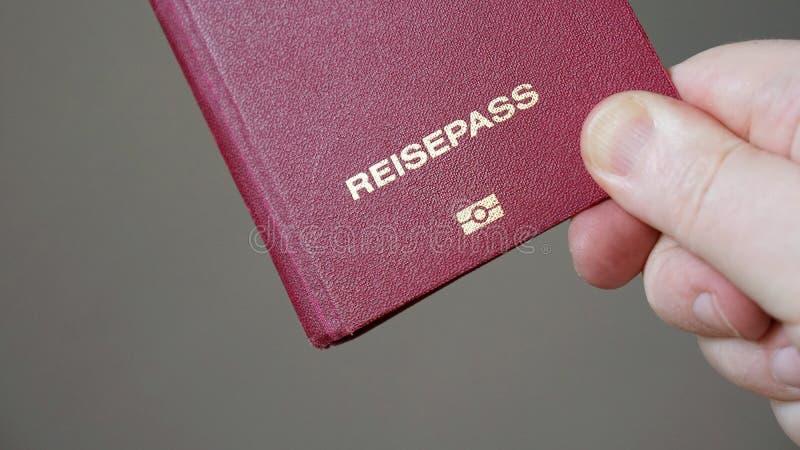 Reisepass es alemán para el pasaporte foto de archivo