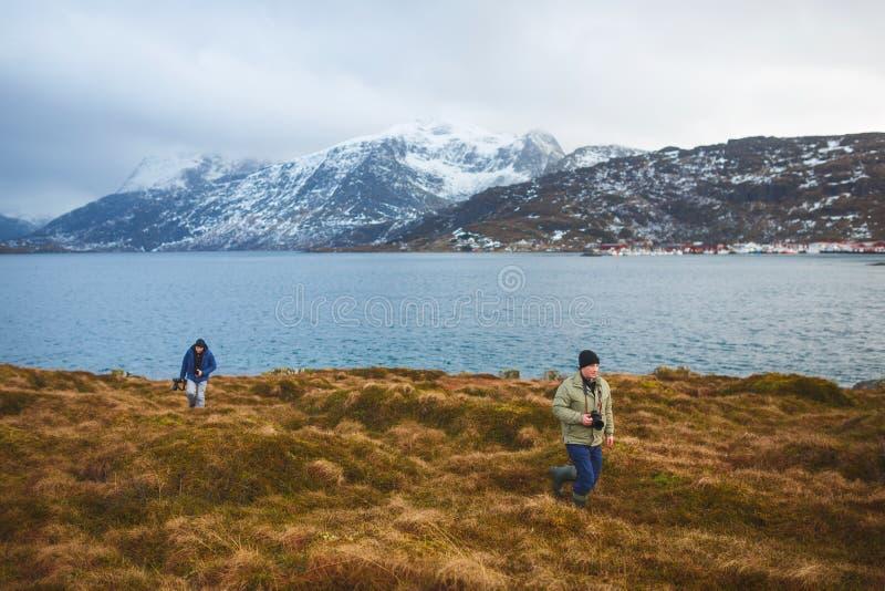 Reisephotographen auf Lofoten lizenzfreie stockfotografie