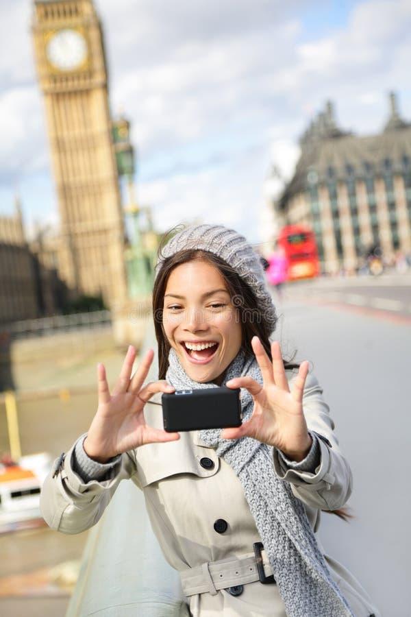 Reisetourist in London, das selfie Foto macht stockfoto