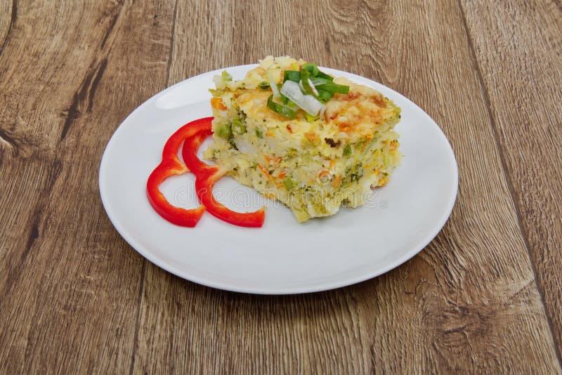 Reispudding mit Brokkoli auf einer Tabelle stockfotografie