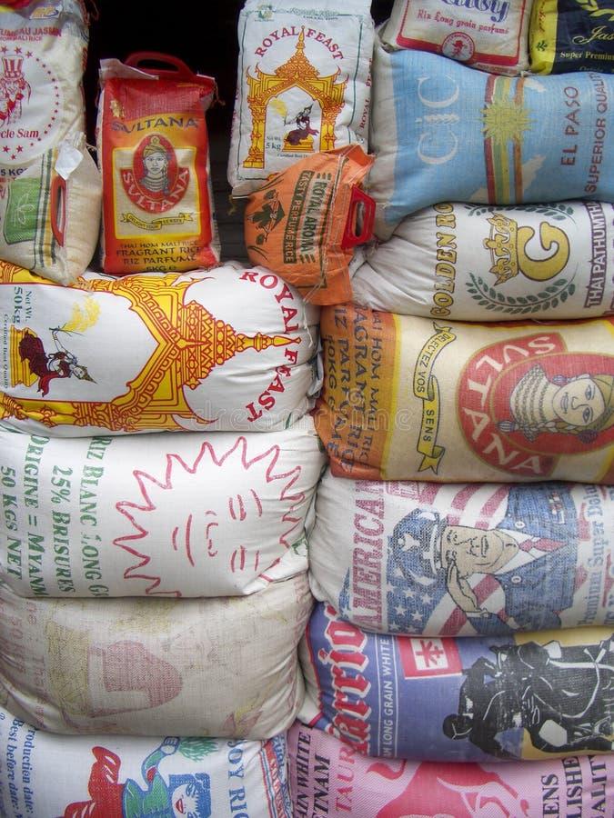 Reissäcke im ghanaischen Markt lizenzfreies stockbild