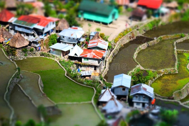 Reisterrassen und Dorfhäuser Banaue, Philippinen Neigung shif stockbilder