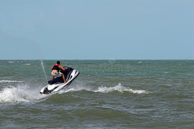 Reiten der Wellen stockfotos