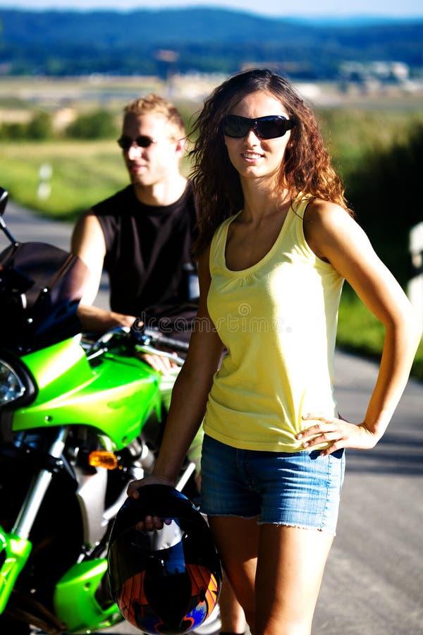 Reiten des Motorrades stockfotos