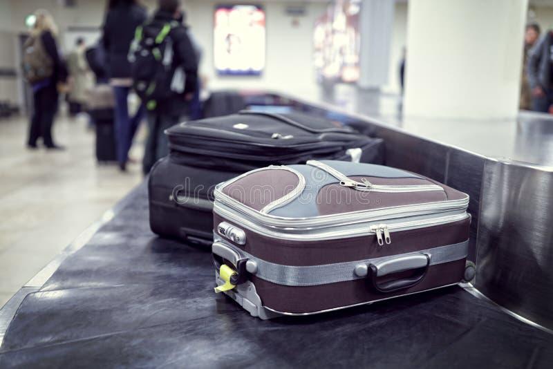 Reivindicação de bagagem no aeroporto fotos de stock