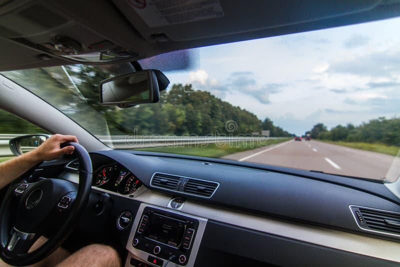 Reizend Europa door auto stock foto