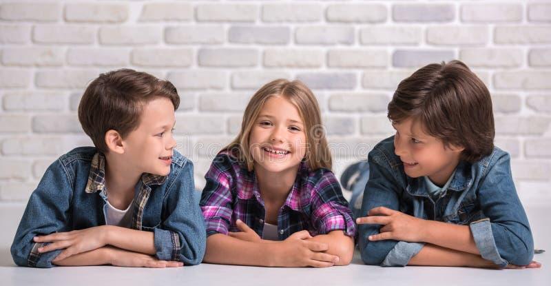 Reizend und nette Kinder lizenzfreies stockfoto