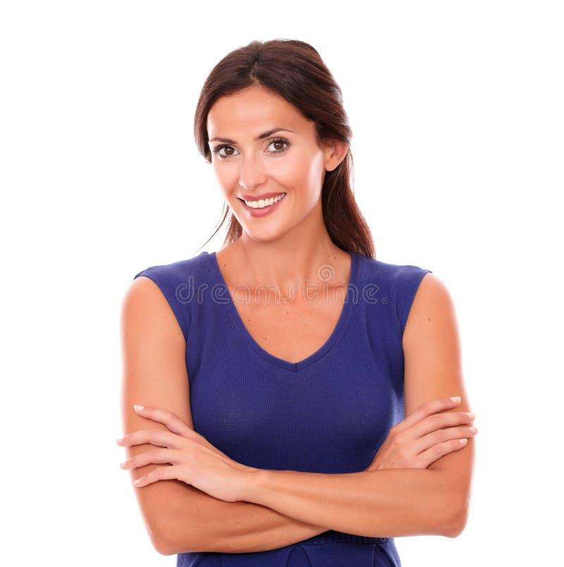 Reizend weibliches Lächeln und Schauen glücklich stockfoto