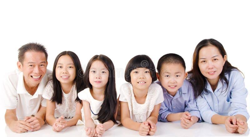 Reizende asiatische Familie stockfotos