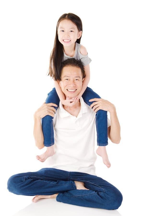 Reizende asiatische Familie lizenzfreie stockfotos