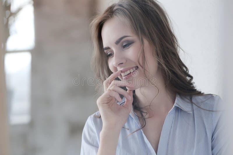 Reizende Frau stockfotografie