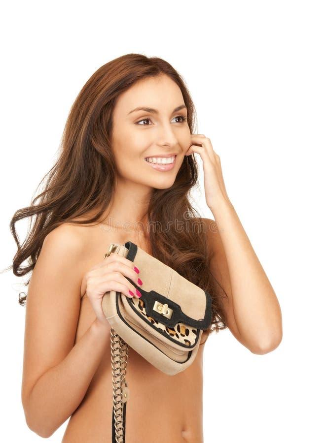 Reizende Frau mit kleiner Handtasche lizenzfreies stockbild