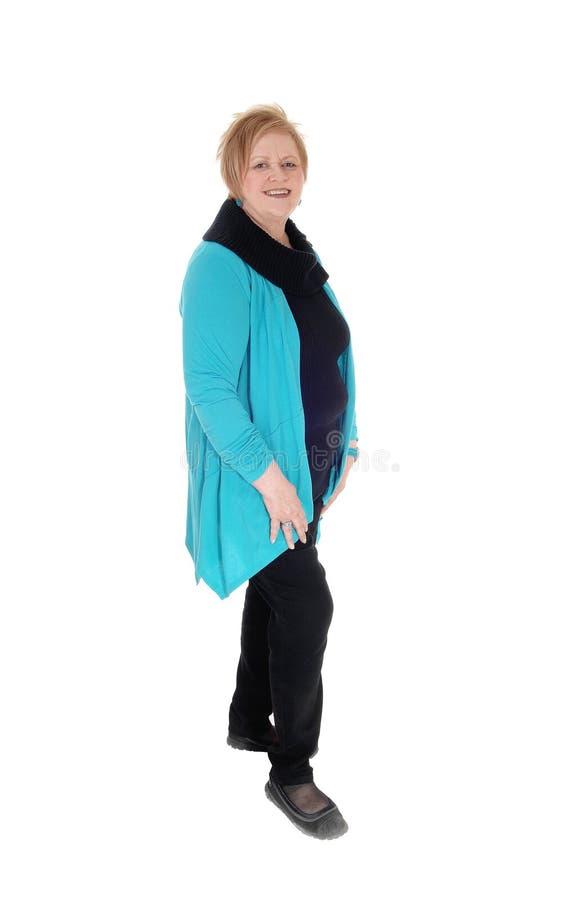 Reizende lächelnde ältere Frau stockfotos