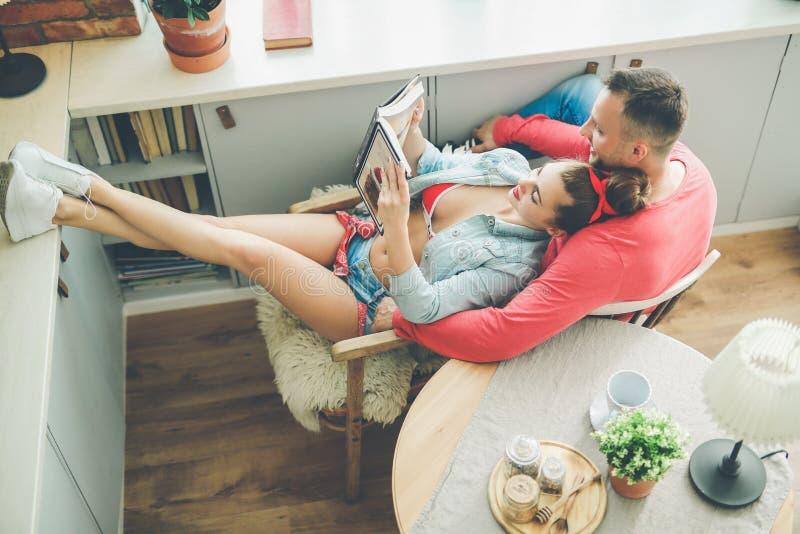 Reizende Paare lizenzfreie stockbilder