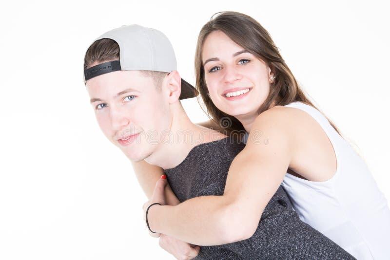 Reizende tennage Paare mit Modejungen und -mädchen lizenzfreie stockfotos