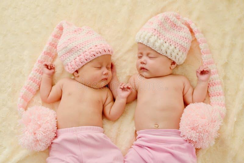 Reizende Zwillinge lizenzfreie stockbilder