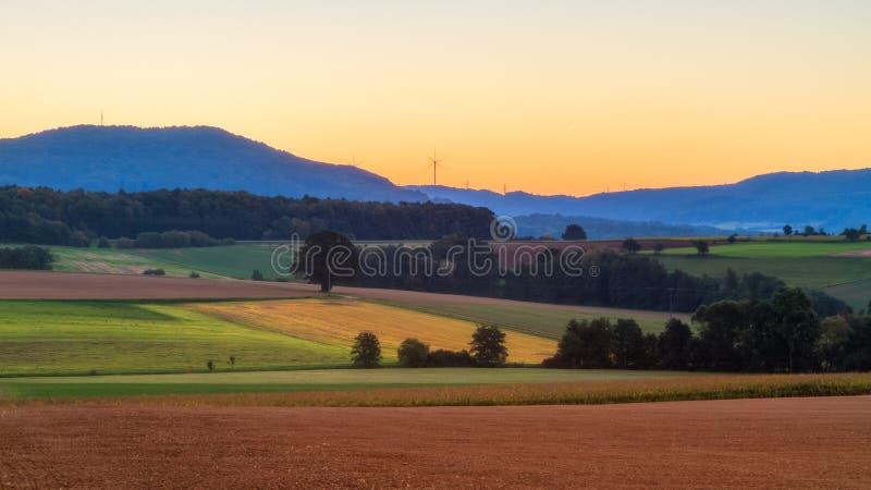 Reizender Autumn Sunrise im Bayern, Europa lizenzfreie stockfotos