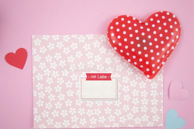 Reizender Buchstabe für Valentinsgrußtag stockfotos
