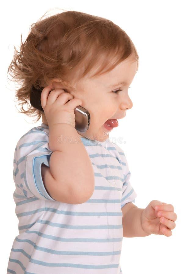 Reizender kleiner Junge mit Telefon stockbilder