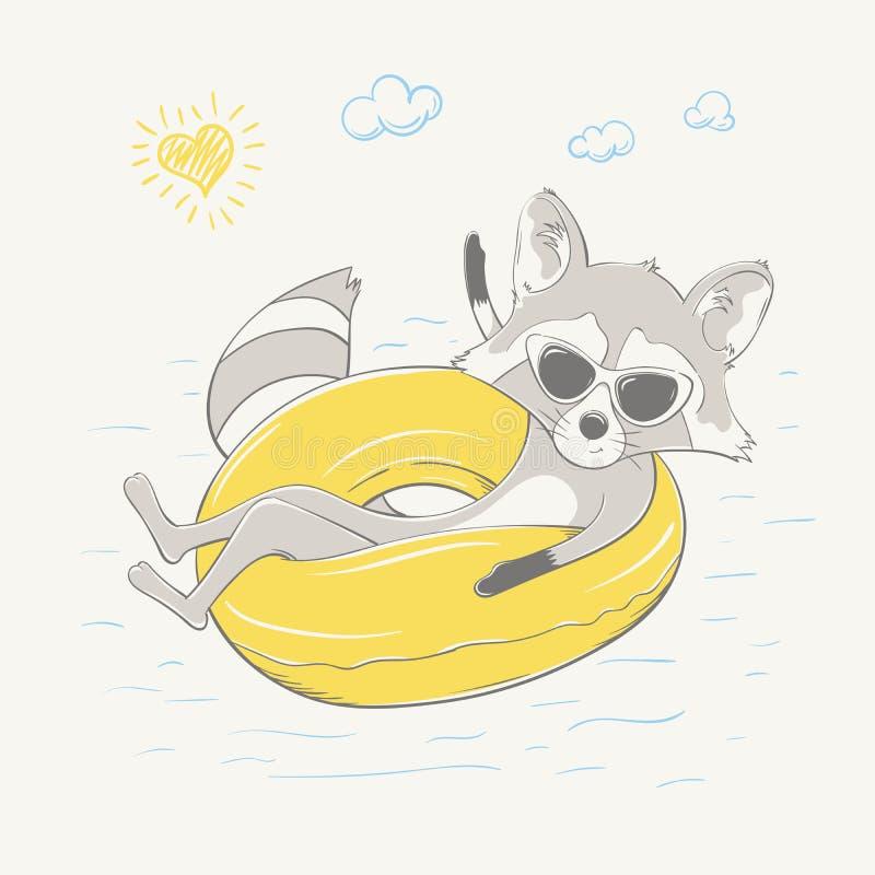 Reizender netter Waschbär, der auf dem gelben aufblasbaren Kreis sitzt Sommerreihe der Karte der Kinder lizenzfreie abbildung