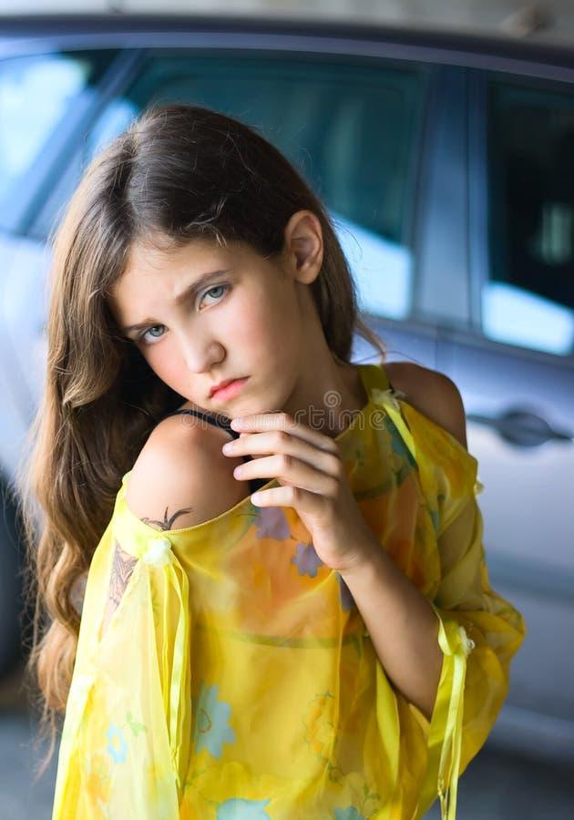 Reizendes jugendlich Mädchen stockfoto