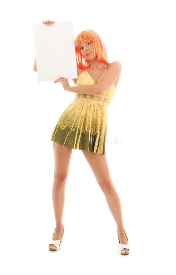 Reizendes Mädchen mit unbelegtem Zeichenvorstand lizenzfreies stockbild