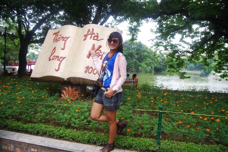 Reiziger met Thang Lang in Hanoi royalty-vrije stock afbeeldingen