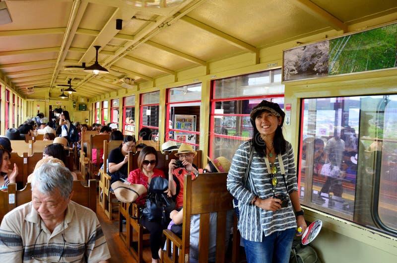 Reiziger op de Toneelspoorweg van Sagano stock foto