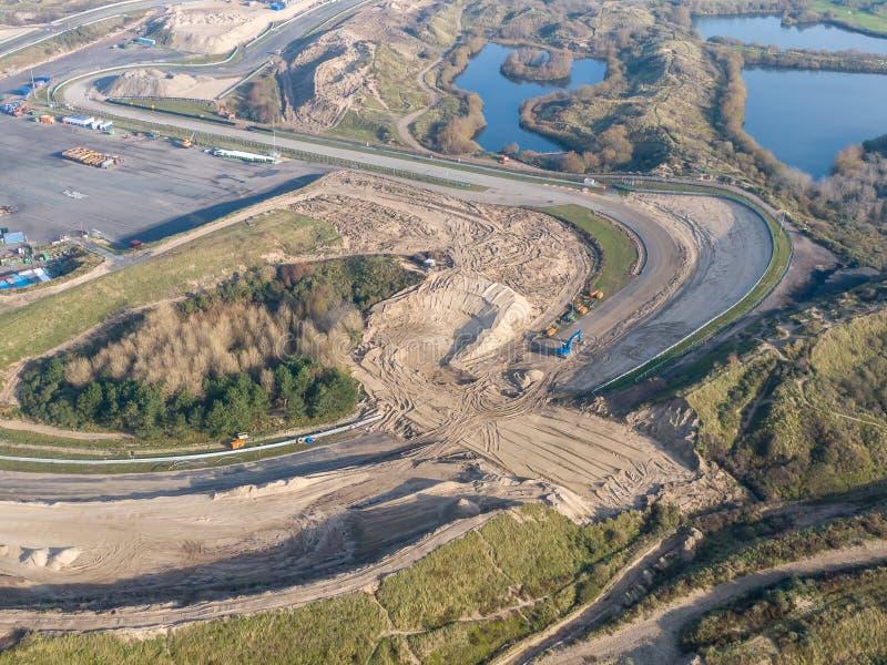 Reizigerspoor in de duinen met wegenonderhoudswerkzaamheden in Zandvoort, Nederland stock afbeelding