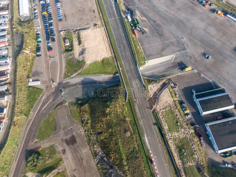 Reizigerspoor in de duinen met wegenonderhoudswerkzaamheden in Zandvoort, Nederland stock afbeeldingen