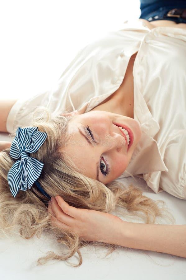 Reizvolle blonde Winks stockbilder