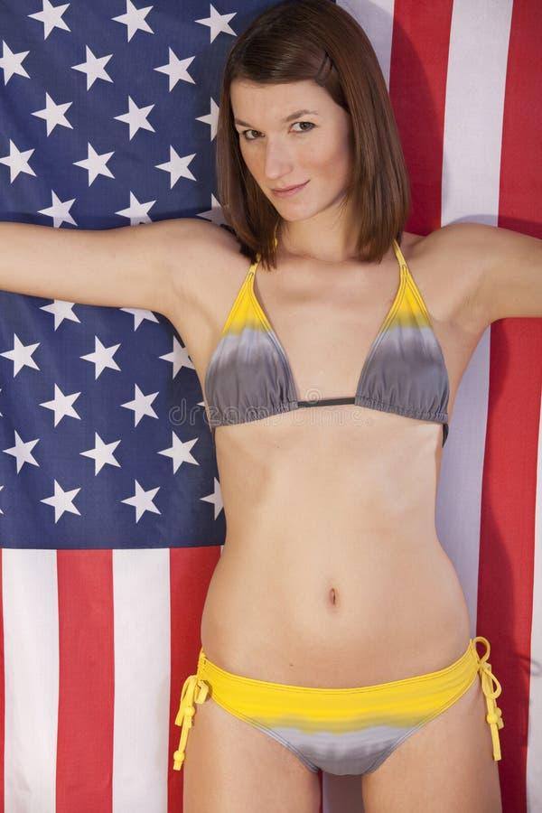 Download Reizvolle Frau über Amerikanischer Flagge Stockfoto - Bild von land, markierungsfahne: 12201642