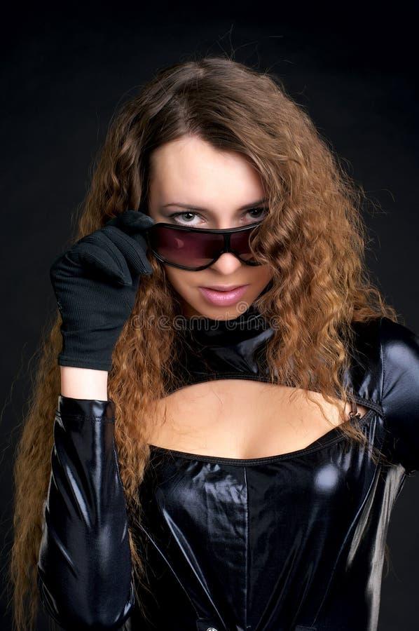 Reizvolle Frau im hautengen Latex lizenzfreies stockfoto