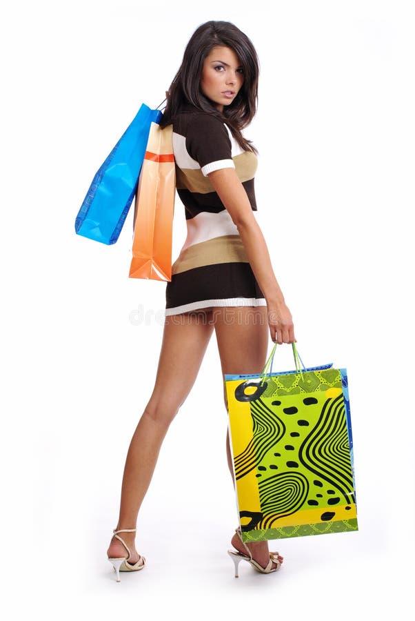 Reizvolle Frau mit Einkaufstasche stockbilder