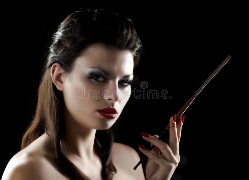 Reizvolle Frau mit Mundstück lizenzfreie stockfotos