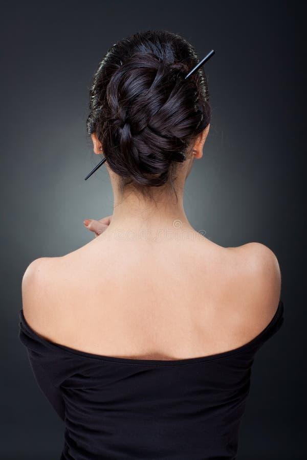 Reizvolle Frau mit schöner Frisur stockfotos