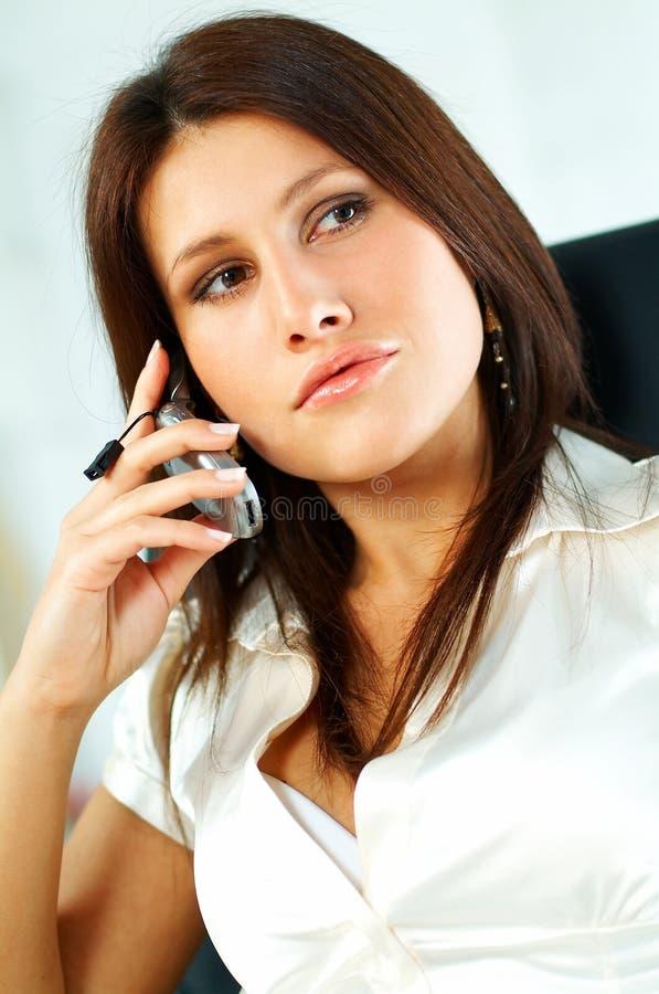 Reizvolle Geschäftsfrau lizenzfreies stockbild