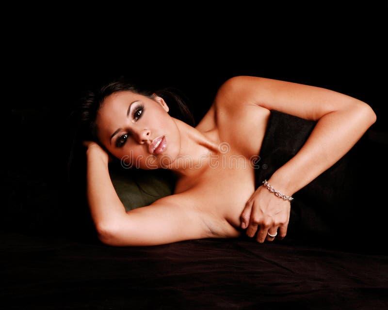 Reizvolle hispanische Frau lizenzfreie stockbilder
