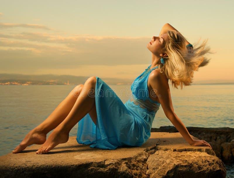 Reizvolle junge Frau lizenzfreies stockfoto