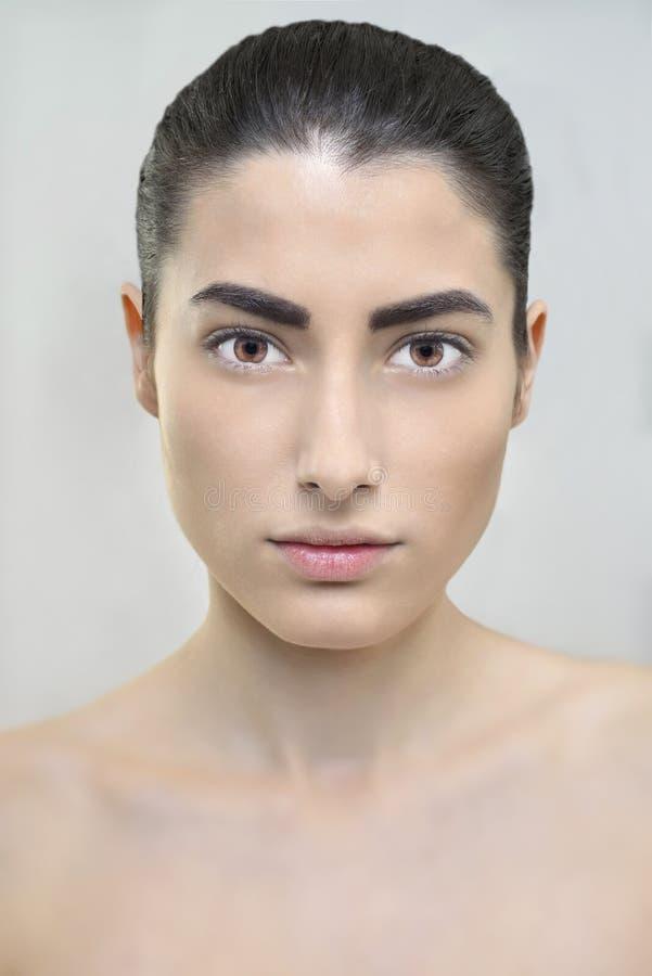 Reizvolle kaukasische Frau stockbild