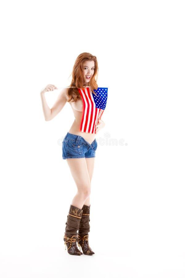 Reizvolle kaukasische Frau mit amerikanischer Staatsflagge lizenzfreies stockfoto
